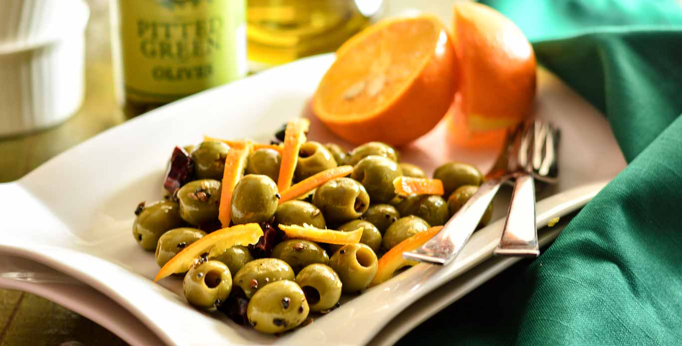 Spicy fennel & orange marinated olives