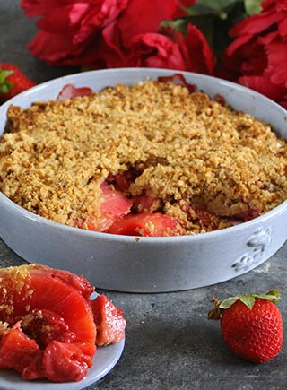 Pineapple and strawberry crumble