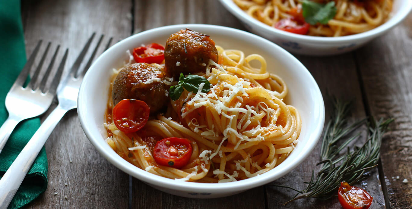 SPAGHETTI WITH MEATBALLS WITH PASTA SAUCE